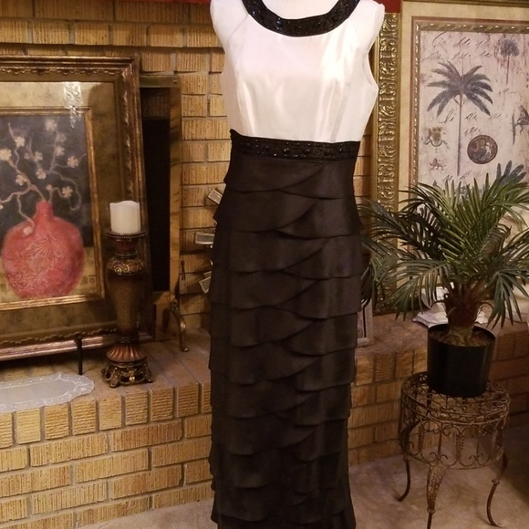 Jessica Howard Dresses & Skirts - Jessica Howard  Scalloped Formal Gown, Size 10